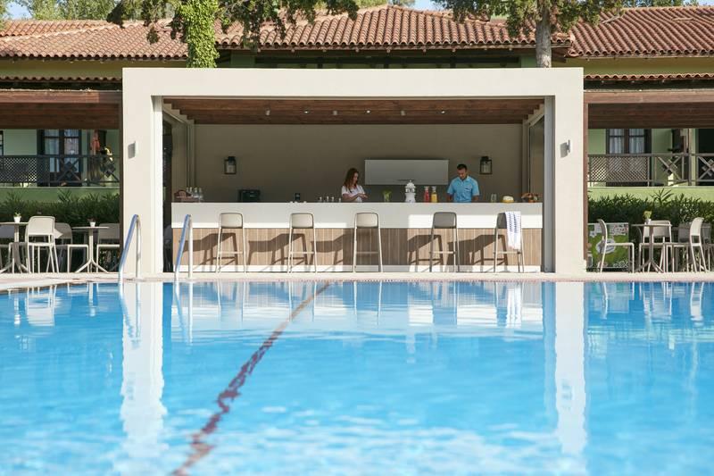 Simantro Beach Hotel 5* - bar pri bazéne