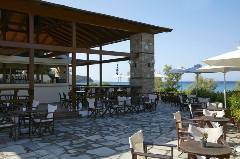 Simantro Beach Hotel 5* - bar pri pláži