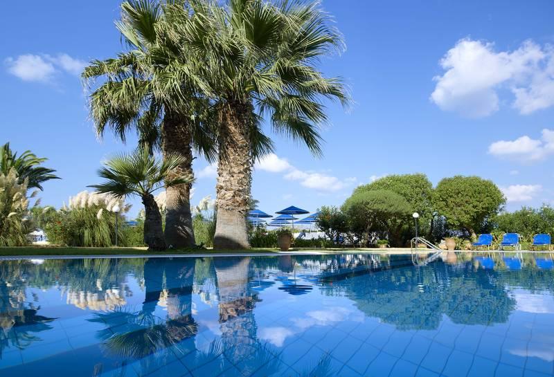 Malia Bay Beach Hotel & Bungalows 4* - bazén
