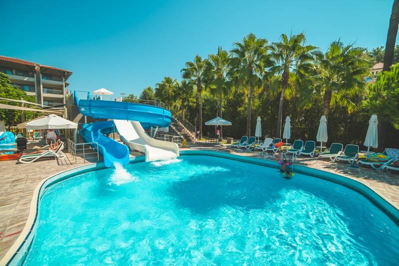 Barut Hemera 5* - bazén so šmýkačkami