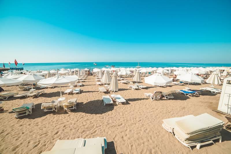 Barut Hemera 5* - pláž