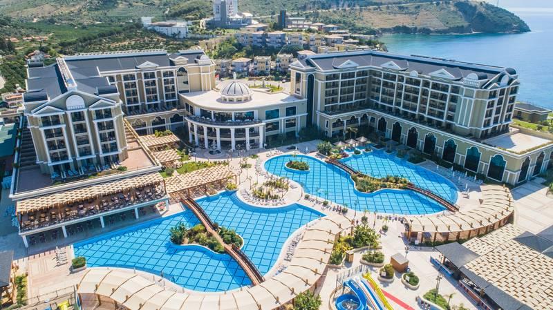 Efes Royal Palace Resort & SPA 5˙ - bazény