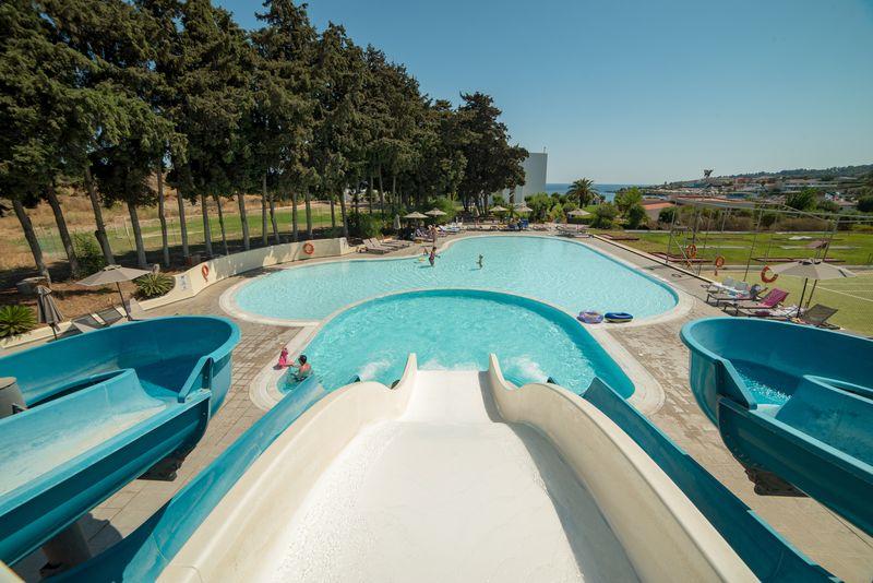 Eden Roc Resort Hotel & Bungalows 4* - bazén so šmýkačkami