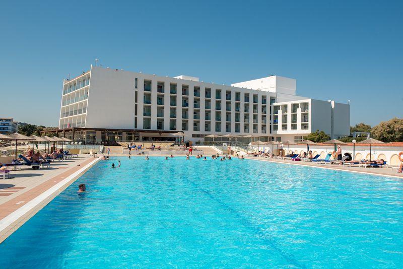 Eden Roc Resort Hotel & Bungalows 4* - bazén