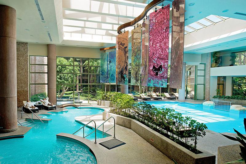 Gloria Verde Resort 5* - vnútorný bazén
