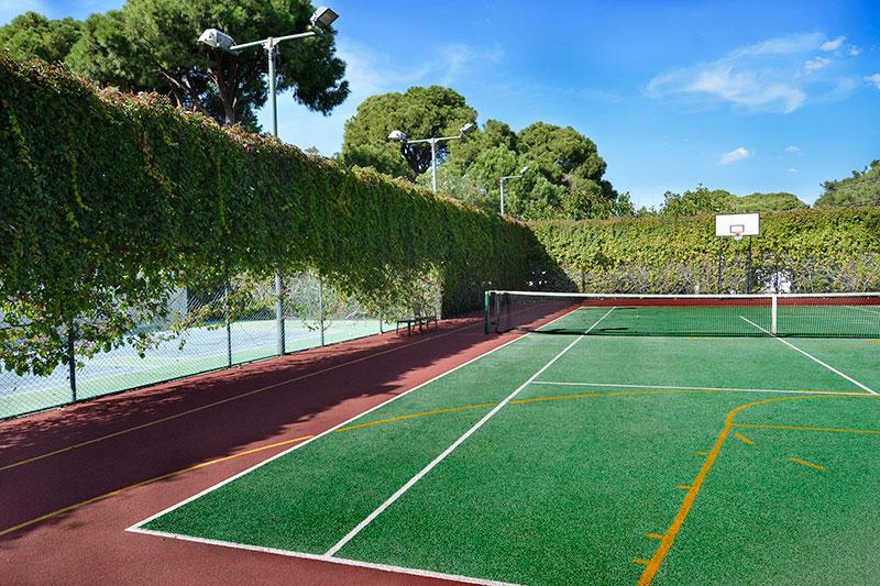 Gloria Verde Resort 5* - ihrisko na basketbal, tenisový kurt