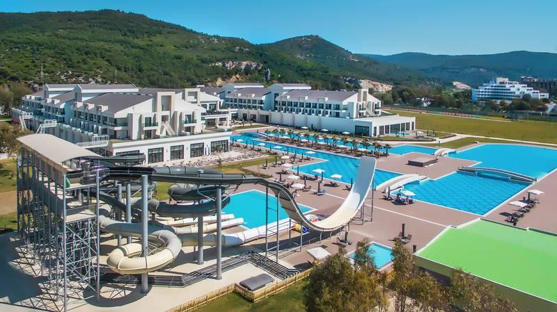 Korumar Ephesus Beach Resort & SPA 5˙ - bazény