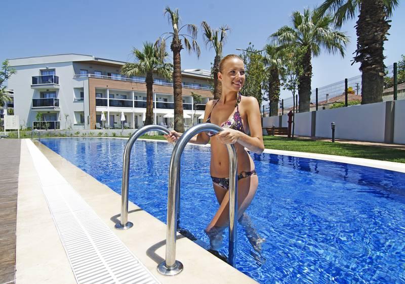 Palm Wings Beach Resort & SPA 5˙ - bazén