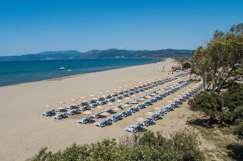 Korumar Ephesus Beach Resort & SPA 5* - pláž