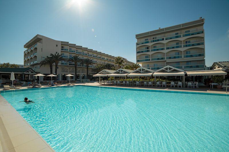 Apollo Beach Hotel 5* - bazén