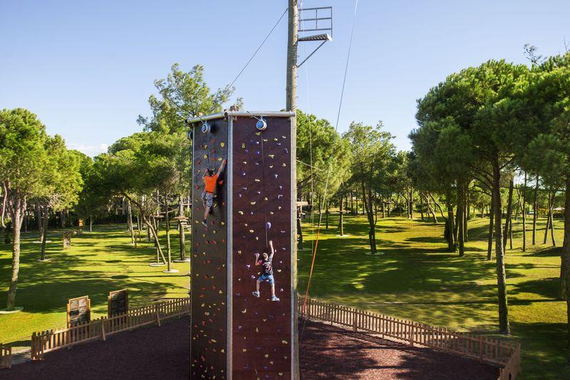 Regnum Carya Golf & SPA Resort 5* - lezecká stena