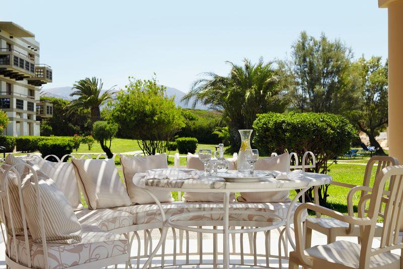 Meli Palace 4* - reštaurácia