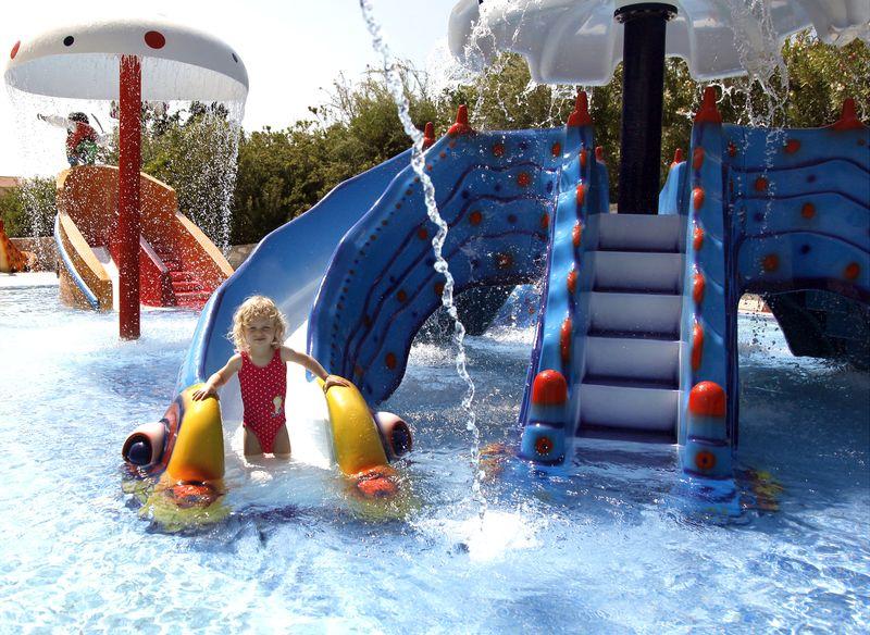 Pilot Beach Resort 5* - bazén s detskými šmýkačkami