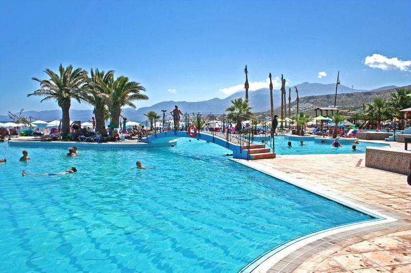 Eri Beach & Village Hotel 4* - bazén