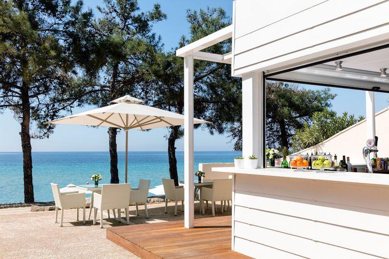 Ikos Oceania 5* - bar na pláži
