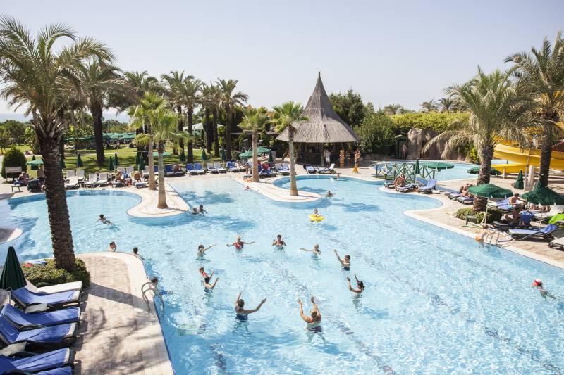 Alva Donna Beach Resort Comfort 5* - bazén