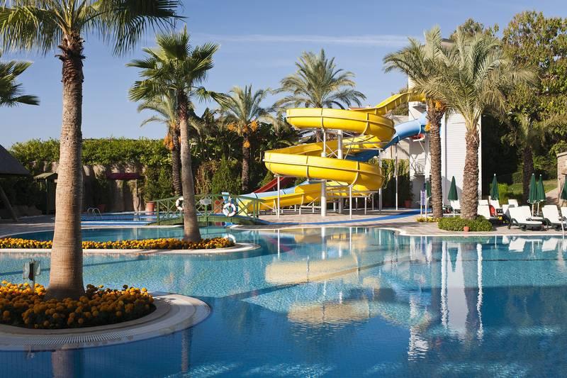 Alva Donna Beach Resort Comfort 5* - bazén so šmýkačkami