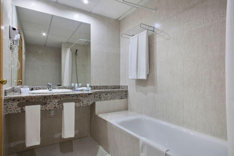 Best Benalmadena 4* - kúpeľňa