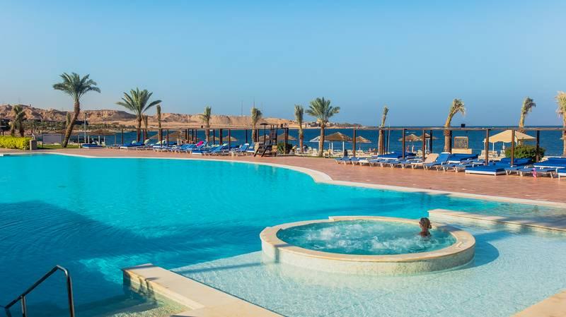Tala Bay Resort 5* - vonkajší bazén